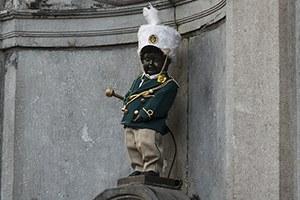 Manneken pis habillé avec le costume de la Fanfare de Moulbaix