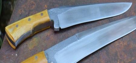Exposition des couteaux créés à la forge d'Ostiches