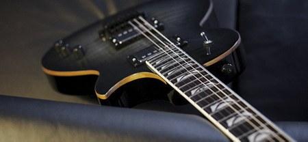 12 guitares en concert à Moulbaix