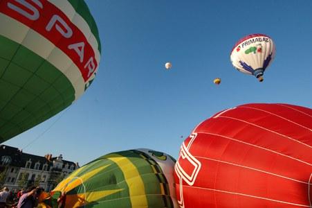 Les montgolfières s'envolent