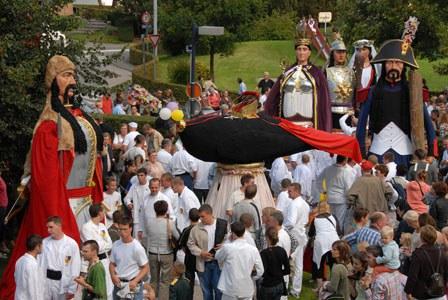 Les géants réunis le lundi de ducasse dans les homes