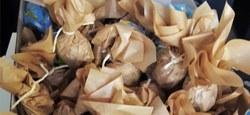Les oeufs emballés dans du papier recyclé par l'équipe d'AJI
