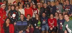 Le pull de Noël porté par le personnel communal et du CPAS
